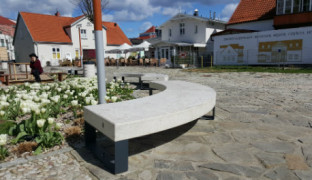 ławki kamienne w Sopocie