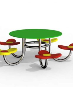 stolik z siedziskami
