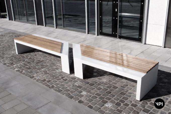 ławka uliczna z siedziskiem drewnianym Zigza Wood