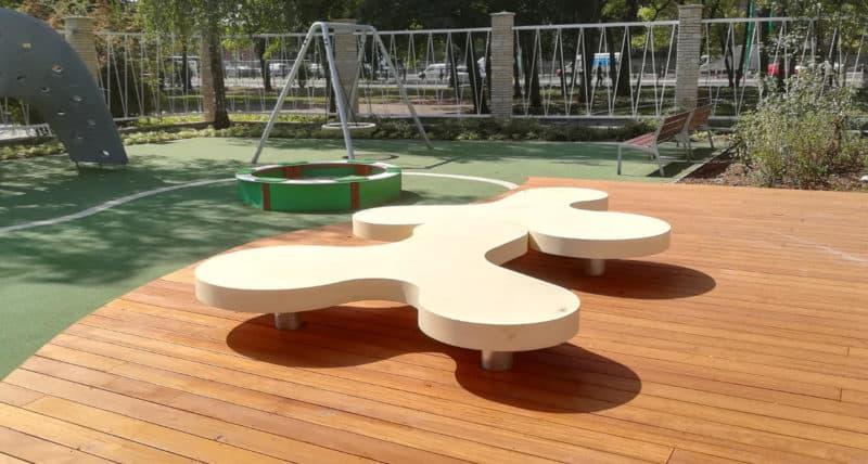 ławka Spinner w kształcie Spinnera w Poznaniu