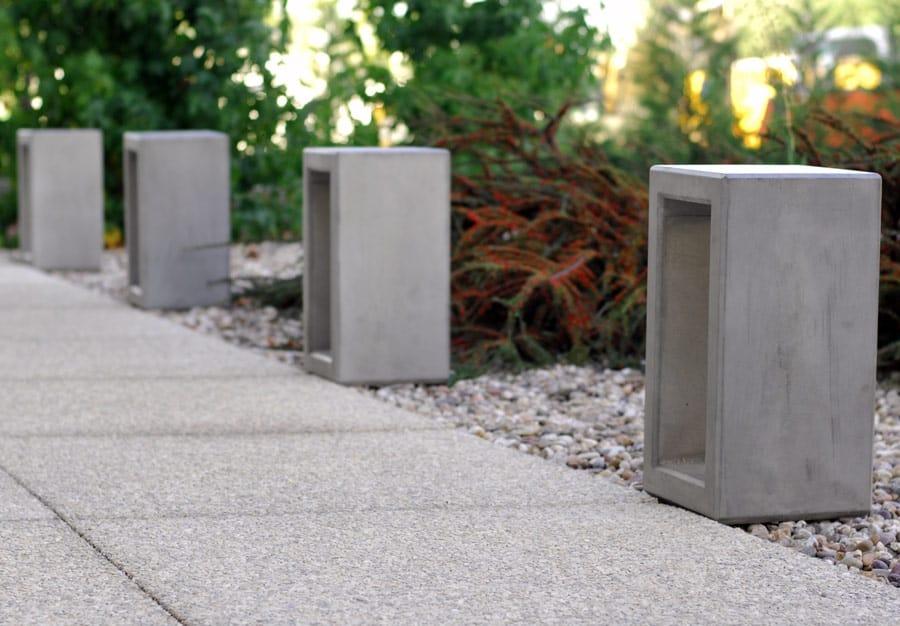 słupek betonowy Outline ziluminacją
